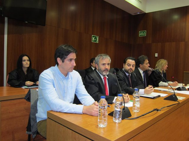 Rodrigo Lanza, el seu advocat i, a continuació, l'acusació.