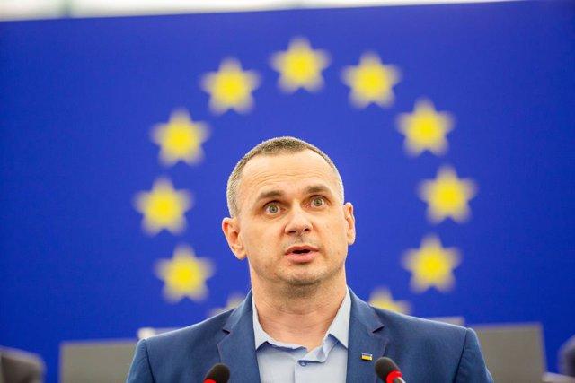 UE.- El cineasta ucraniano Oleg Sentsov carga contra Putin al recoger el premio