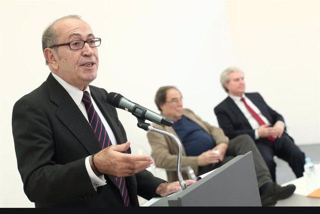 L'ex secretari general del Partit Socialista d'Euskadi, Nicolás Redondo de la plataforma 'La España que reúne' durant la presentació d'un manifest contra l'acord PSOE-Podem a la seu de la Fundación Diario Madrid, a Madrid (Espanya).