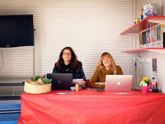 Les emprenedores Ariana Torres i Danielle Stack exhibeixen durant tota la setmana, fins al dissabte, el seu treball de disseny gràfic i fotografia.