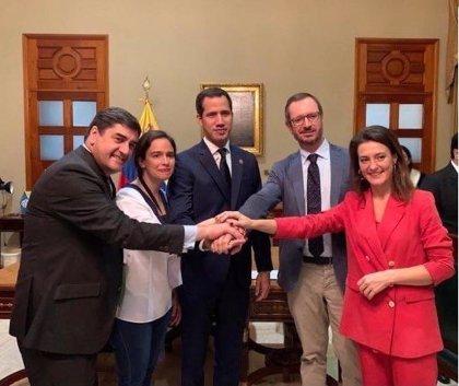 Venezuela.- Diputados chavistas increpan a parlamentarios españoles en la Asamblea Nacional por defender a Guaidó