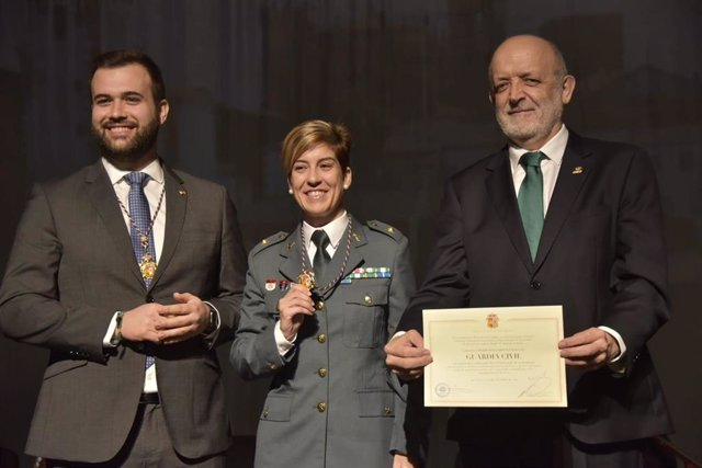 La Guardia Civil recibe la Medalla de Cáceres