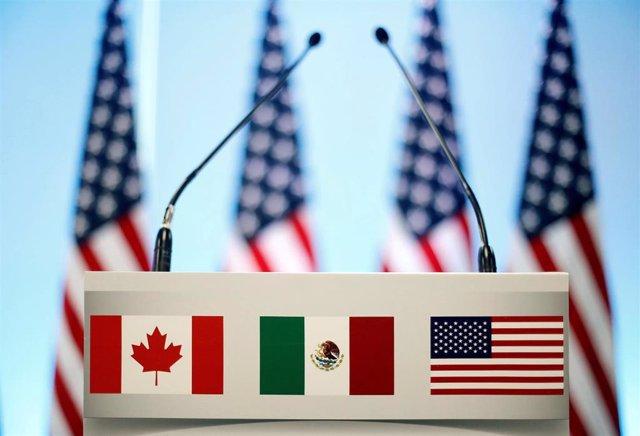 Banderas de México, Canadá y Estados Unidos.