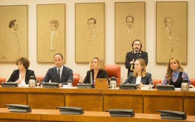 Meritxell Batet y los demás miembros de la Mesa de la Diputación Permanente