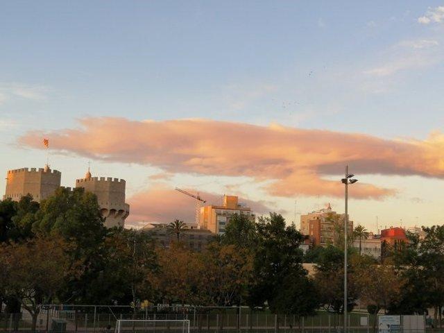 El viento de poniente deja mínimas de 17 grados en Valencia