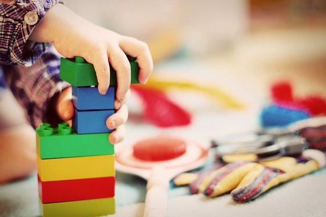 Infantil, escuela infantil, colegio, guardería, juegos. Foto de archivo