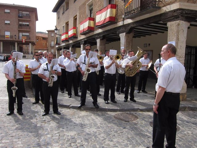 Banda de música de la Diputación de Zaragoza toca en el Corpus de Daroca,
