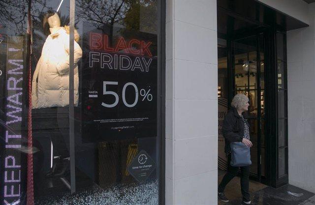 Cartel publicitario del Black Friday a 26 de noviembre de 2019.