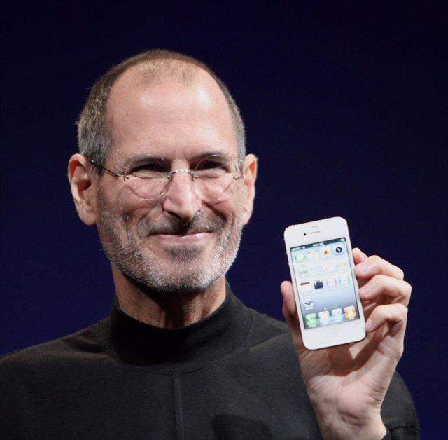 Sale a subasta un disquete firmado por Steve Jobs valorado en cerca de 7.000 eur