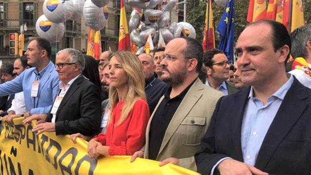 Fernando Sánchez Costa (SCC), Josep Bou, Cayetana Álvarez de Toledo y Alejandro Fernández (PP) en una manifestación en Barcelona por el 12 de Octubre y la Hispanidad (archivo)