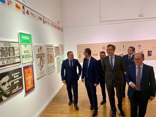 El alcalde de Murcia, José Ballesta, en la inauguración de la exposición '40 años de Ayuntamientos democráticos' y el acto de homenaje a los primeros alcaldes de la Región de Murcia en 1979