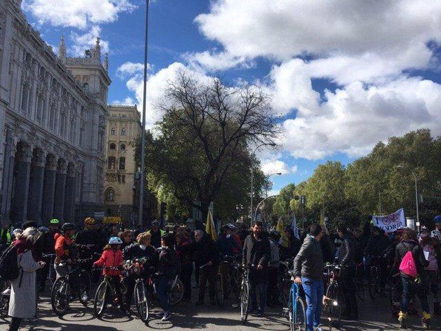 Marcha ciclista para pedir un carril bici segregado en el Paseo de la Castellana