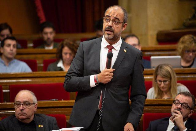 Foto d'arxiu del conseller de l'Interior de la Generalitat, Miquel Buch, durant una sessió plenria en el Parlament