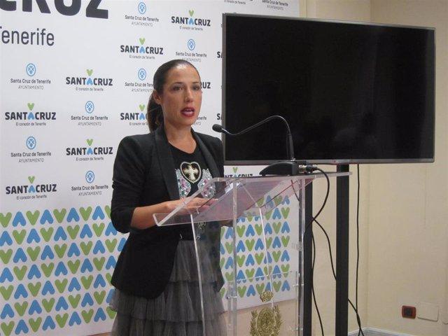 La alcaldesa de Santa Cruz de Tenerife, Patricia Hernández, en uan rueda de prensa para informar del 'caso Las Teresitas'