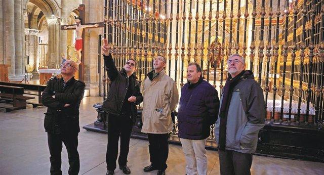 Visita del escultor jefe de la Sagrada Familia, Etsuro Sotoo, a la catedral de Santo Domingo