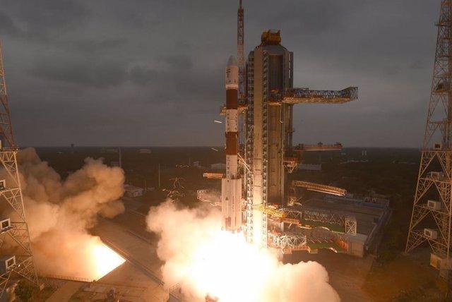 La India pone en órbita un satélite de observación de alta resolución