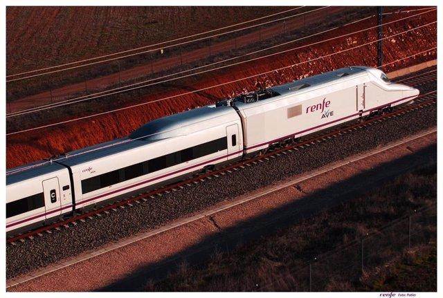 Imatge d'arxiu d'un tren AVE de Renfe.