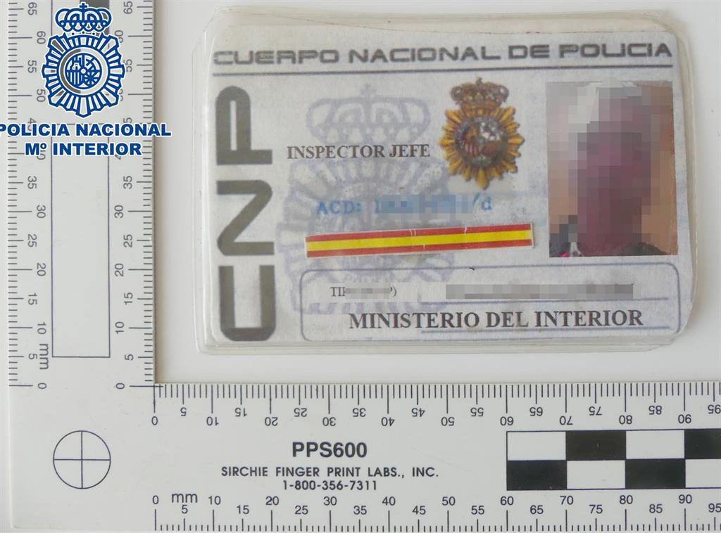 Absuelto por usurpación  un hombre que se identificó como policía  a los vigilantes de seguridad de un centro comercial