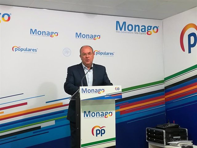 Monago en rueda de prensa para pedir a Vara que se pronuncie sobre las negociaciones de Pedro Sánchez para formar gobierno
