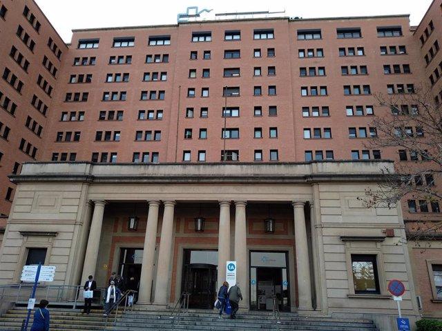 Façana de l'Hospital General de la Vall d'Hebron de Barcelona.