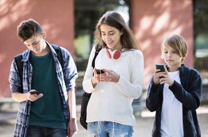 La edad ideal para tener el primer móvil es a los 13 años