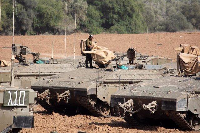 Soldados israelíes cerca de la frontera con la Franja de Gaza
