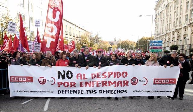 Concentración en Madrid contra la sentencia del Tribunal Constitucional que avala el despido por enfermedad