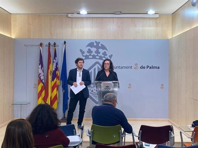 La regidora de Seguridad Ciudadana, Joana Adrover, en una rueda de prensa.