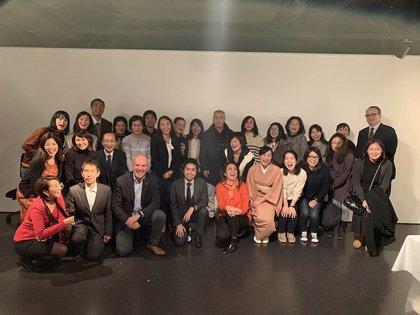 Alejandro Blanco, con los voluntarios de la Casa de España en Tokio