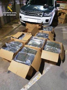 Bolsas con cogollos de marihuana incautados a un camión en Villamartín