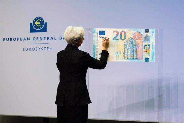 BCE.- Los primeros euros firmados por Lagarde entrarán en circulación en la segu