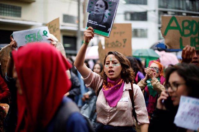 Protestas en favor de la despenalización del aborto en Quito