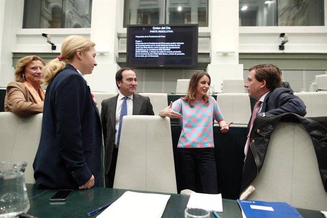La portavoz del Ayuntamiento, Inmaculada Sanz;  Borja Carabante, Andrea Levy, y el alcalde de Madrid, José Luis Martínez-Almeida