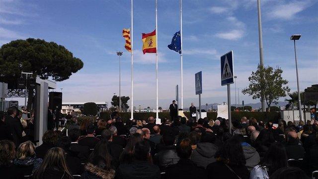El pte.De la Generalitat, Carles Puigdemont, en el homenaje a las víctimas de Germanwings