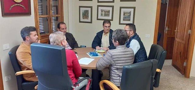 Reunión entre representantes del Cabildo de Tenerife y el Ayuntamiento de Vilaflor para analizar las pérdidas de agua