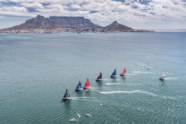 Los barcos de la Volvo Ocean Race entrenando en aguas de Ciudad del Cabo