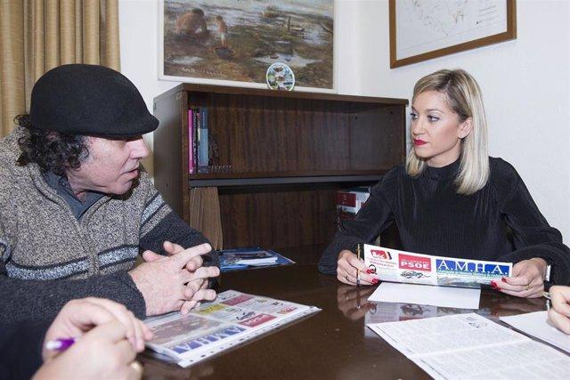 Lucía Trujillo reunida con el representante de la Asociación de Memoria Histórica de la Sierra de Cádiz