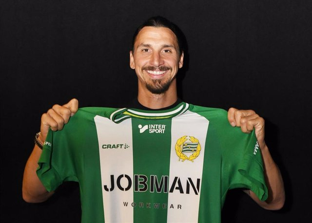 Zlatan Ibrahimovic holds Hammarby's jersey after becoming a part-owner of Swedish top-flight side Hammarby by investing in sports and live entertainment company AEG. Photo: -/Hammarbyfotboll.Se via Bildbyran via ZUMA Press/dpa