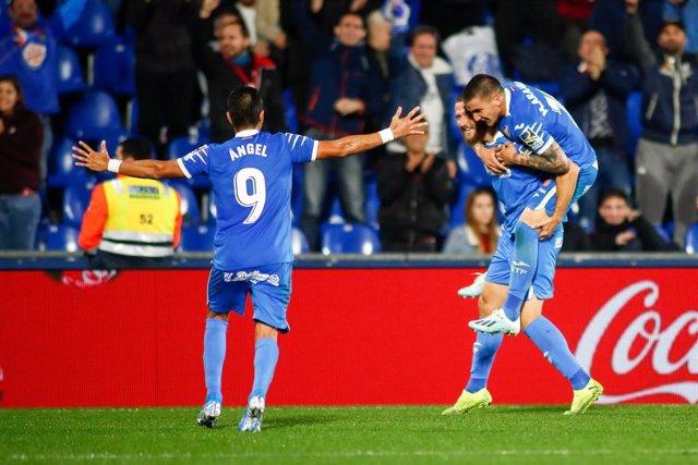 Angel, Timor y Arambarri celebran un gol del Getafe