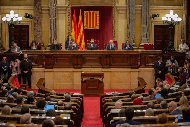 Hemiciclo del Parlament de Catalunya durante una sesión del plenaria, en imagen de archivo.
