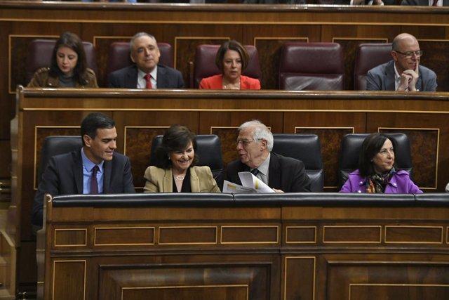 El president del Govern central, Pedro Sánchez; la vicepresidenta, Carmen Calvo; el minstro d'Afers Exteriors, Josep Borrell; i la ministra de Defensa, Margarita Robles.