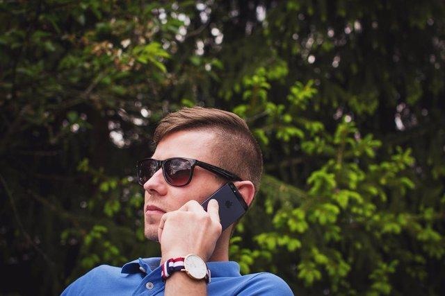 Apple crea un sistema de llamadas grupales 'en estéreo' con auriculares