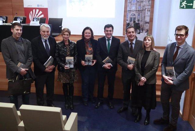 El conselleiro Cultura e Turismo, Román Rodríguez, en la presentación del libro 'Memoria de los peregrinos'