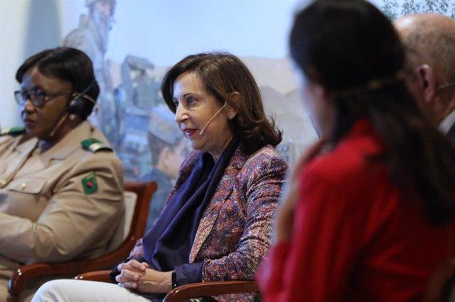 (I-D) La teniente coronel del ejército maliense, Aminata Diabate, la ministra de Defensa en funciones, Margarita Robles, en Madrid a 3 de octubre de 2019.