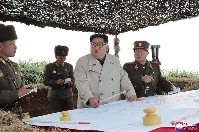 Kim Jong Un en una visita a una base militar norcoreana