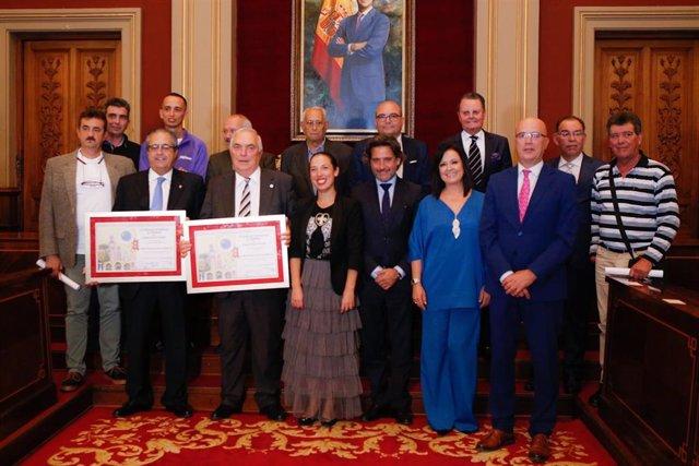 La alcaldesa de Santa Cruz de Tenerife, Patricia Hernández, junto a los premiados del CIT