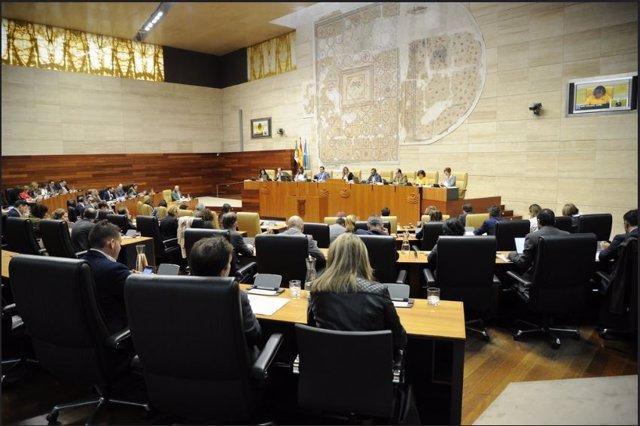 La Asamblea de Extremadura celebra pleno ordinario