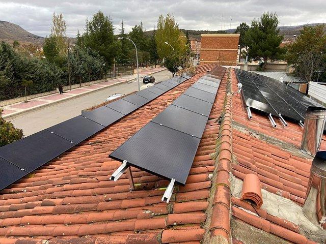 El Ayuntamiento de Utrillas (Teruel) instala placas fotovoltaicas para lograr el autoconsumo.