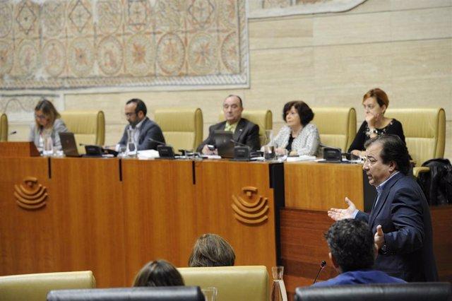 Fernández Vara, durante su intervención en el Pleno