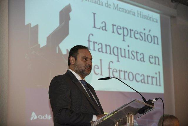 El ministro de Fomento en funciones, José Luis Ábalos durante su intervención en la inauguración de la Jornada sobre memoria histórica 'La represión franquista en el ferrocarril' en el Museo del Ferrocarril, en Madrid (España), a 28 de noviembre de 2019.